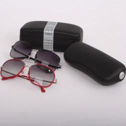 Lote de dos pares de gafas de sol para mujer.