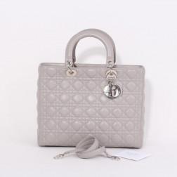 Bolso Lady Dior Tamaño Grande de cuero gris