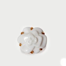Anillo Camélia tamaño mediano oro amarillo18k y ágata blanca