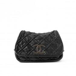 Gran bolso de mano en piel de cordero negro
