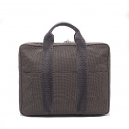 Maletín y bolsa de ordenador en lona gris.