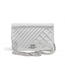 Clutch Wallet on Chain en charol gris
