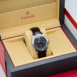 Reloj Prince Date de acero, engastado con 62 diamantes y automático.