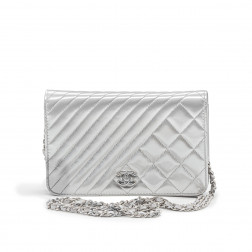 Clutch Wallet on Chain en charol gris